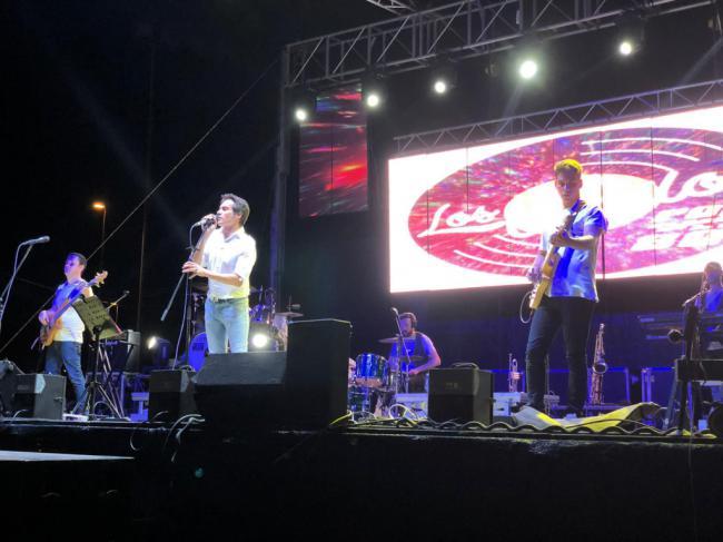 El campo de rugby de Almerimar reúne a 3.000 personas en el concierto tributo a Duncan Dhu