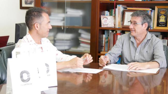 Ayuntamiento de Adra y Óptica Cervantes dotan de nuevas gafas específicas a 15 trabajadores municipales