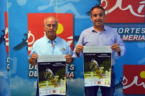 Caballos y jinetes en el Concurso Nacional de Salto durante la Feria