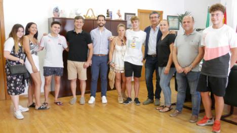 Recepción en el Ayuntamiento de Adra al medalla de plata en el Campeonato de España de Natación