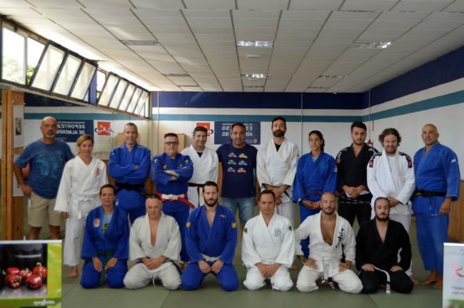 24 judocas demuestran su calidad en el suelo en el Torneo de Feria