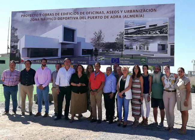 Crespo destaca la diligencia en las obras de la pasarela del puerto de Adra