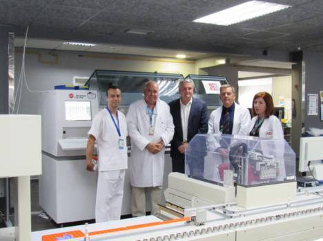 Biotecnología del Hospital de Poniente atiende más de 2.800 peticiones analíticas al día
