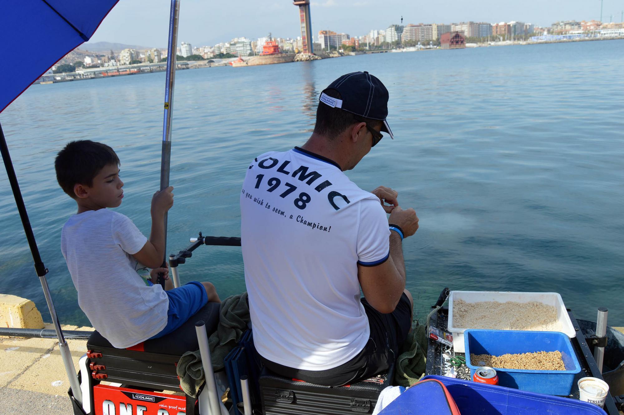 Los niños siguen la tradición de la pesca en #AlmeríaEnFeria