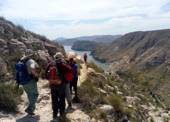 El PMD anima a practicar senderismo con una ruta en la Cala del Cuervo