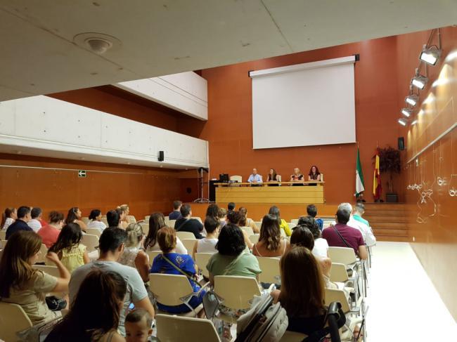 Castillo Mena se reúne con las familias de la Escuela Infantil Mediterráneo