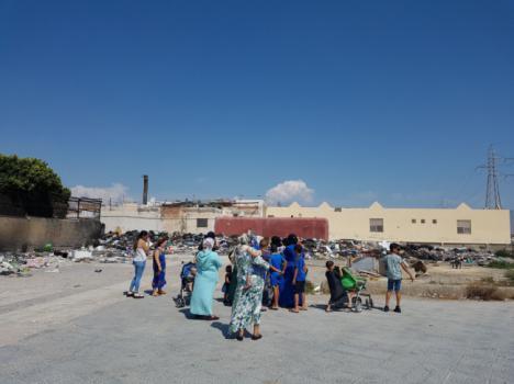 El PSOE reclama la limpieza de los solares que rodean la guardería y un colegio de El Puche