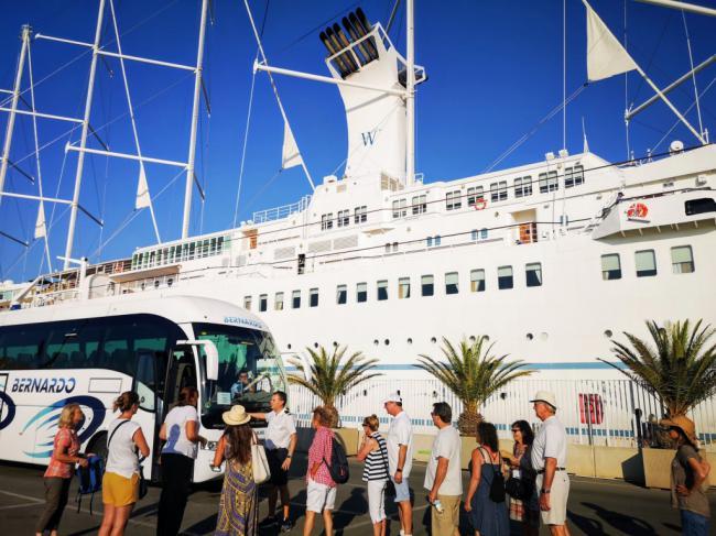Quinta escala del Wind Surf en el Puerto de Almería