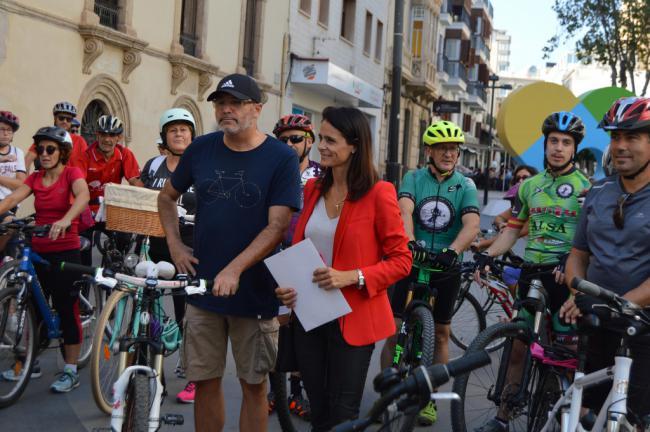 Más de 50 personas disfrutan de la historia de Almería con la Ruta Cicloturista