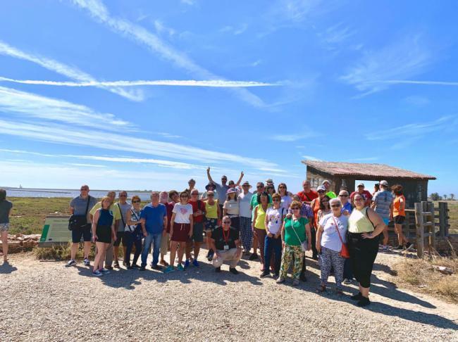 Los turistas se pasean por Cabo de Gata para despedir el verano
