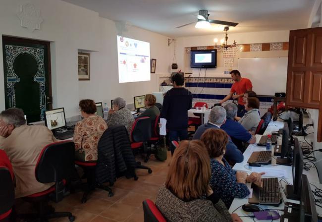 La Junta acerca el uso de las redes sociales a La Alquería de Adra