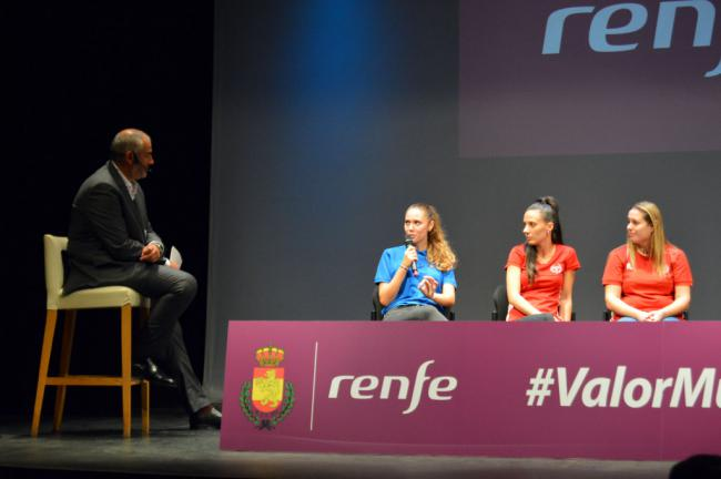 El arbitraje femenino español se reivindica en el Teatro Apolo