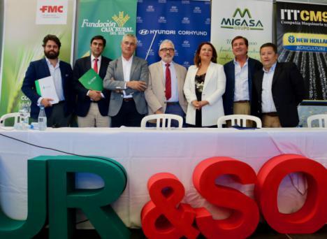 Crespo valora el trabajo del sector primario de Andalucía, donde la agricultura es sostenible y fija la población rural