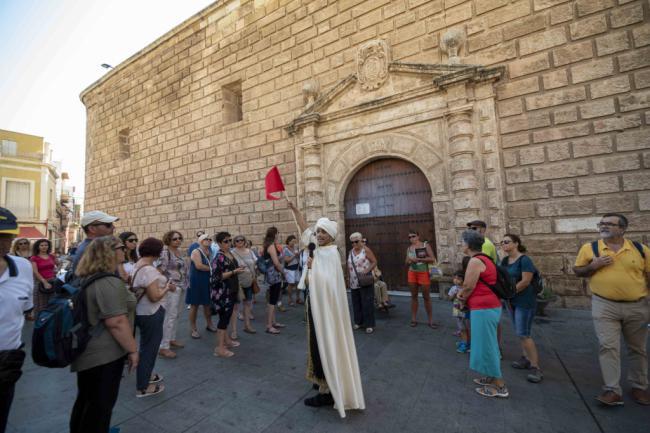 75 turistas descubren la Almería de las diferentes civilizaciones