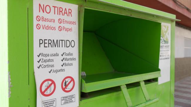 Adra recicla casi 18 toneladas de productos textiles en lo que va de año