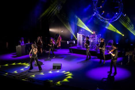 Ara Malikian ofrece un doble espectáculo musical y teatral ante un Auditorio lleno