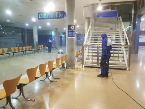 La Autoridad Portuaria de Almería desinfecta la Estación Marítima de pasajeros