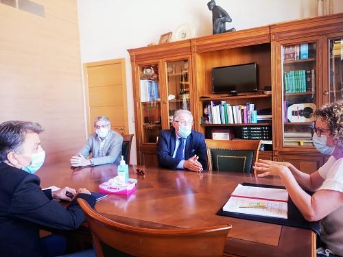 El Ayuntamiento de Garrucha y la Autoridad Portuaria estudian alternativas para el Faro