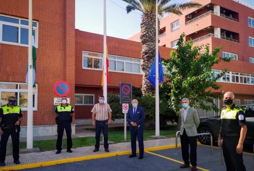 El Puerto vuelve a izar las banderas tras el luto por el #COVID19