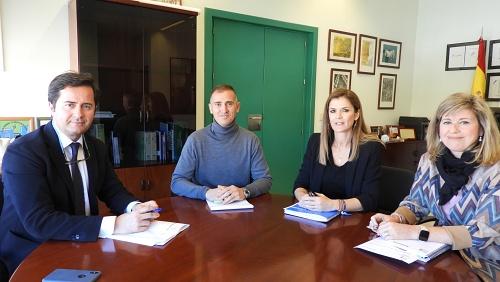 Góngora transmite al delegado de Educación las necesidades de El Ejido