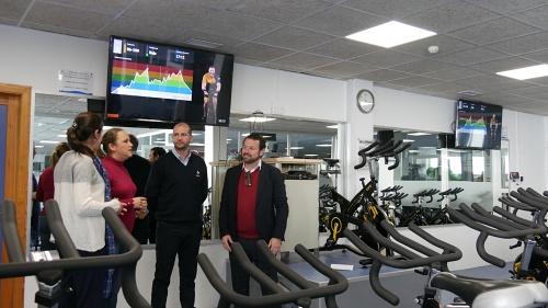 En servicio la nueva sala de spinning virtual de la Piscina de Adra