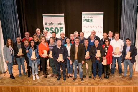 El PSOE anima a participar en el 8M desde un escenario con 20 hombres y 7 mujeres