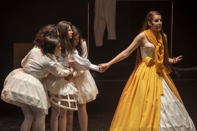 La alegría, la fuerza y la raíz del cante y el baile en 'Entre Flamencas'