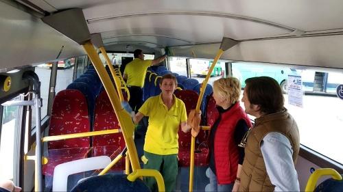Fomento intensifica la desinfección y limpieza en el transporte público de Almería