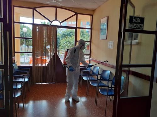 La UME apoya la desinfección de la Residencia de Mayores de Adra