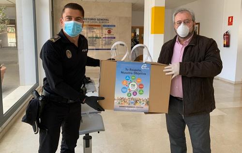 CSIF dona 2.000 pantallas de protección a hospitales, centros de salud y Policía Local