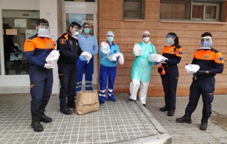 'Costureras' de El Ejido confeccionan gorros de protección frente al #COVID19