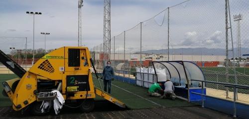 Renovación del césped del Complejo Deportivo de La Cañada