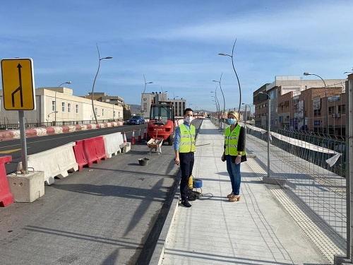 Recta final de las obras del carril bici en la Avenida del Mediterráneo