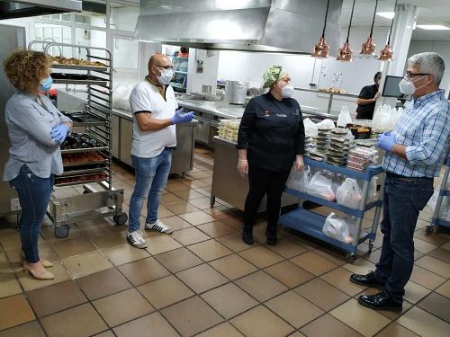 Ayuntamiento de Huércal de Almería y Casa Rafael colaboran en un centenar de menús diarios