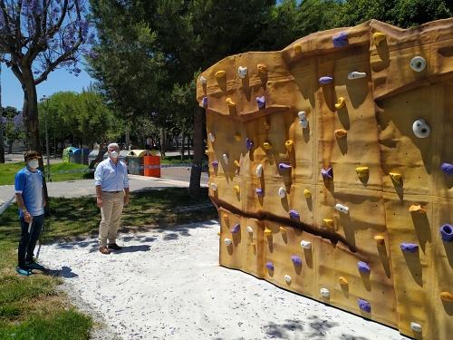 Huércal de Almería pondrá en marcha el primer rocódromo urbano público y al aire libre