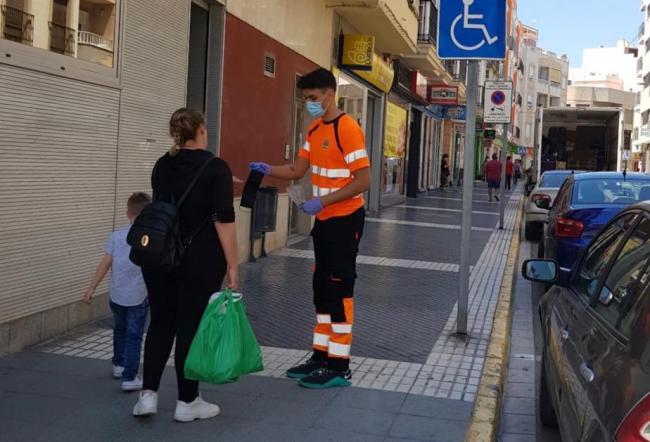 El Ayuntamiento de Adra reparte 2.500 mascarillas