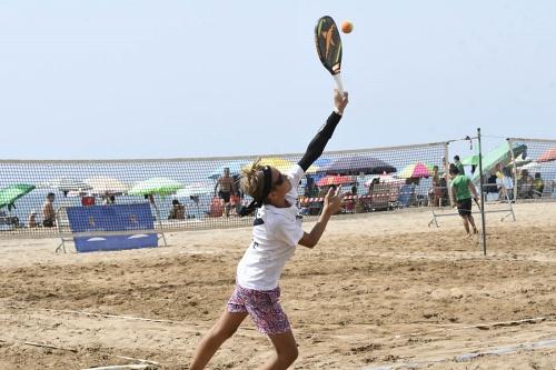 La EDM Beach Tennis Almería, traslada el tenis y el pádel a las pistas del Complejo Deportivo El Toyo