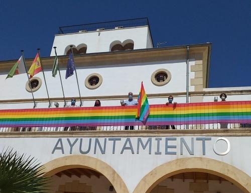 El Ayuntamiento de Huércal de Almería promueve la tolerancia en el Día del Orgullo LGBT