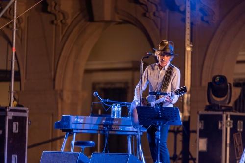 Mikel Erentxun comparte un viaje por 35 años de buenas canciones