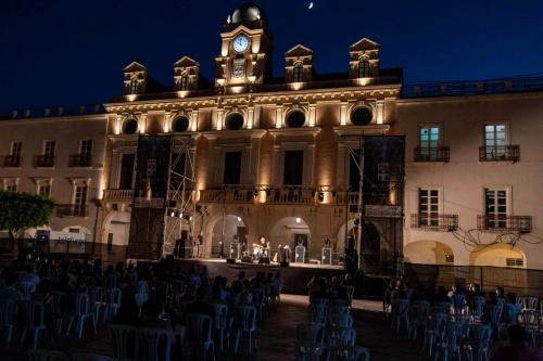 'Revólver' llena de grandes himnos del rock la Plaza Vieja
