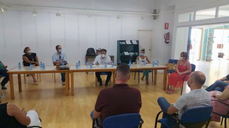 El PSOE dice que sus alcaldes se enteran por la prensa de los brotes de #COVID19 aunque la Junta tiene una web