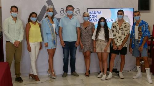 Los 'influencers' locales difunden la campaña 'Adra con mascarilla'