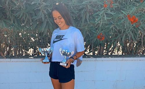 Marta Andújar gana en sub18 y absoluta en el Campeonato de Andalucía de Tenis Playa