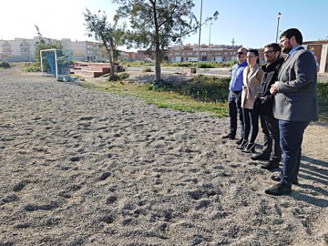 El Ayuntamiento de Roquetas remodela las pistas deportivas de las 200 Viviendas