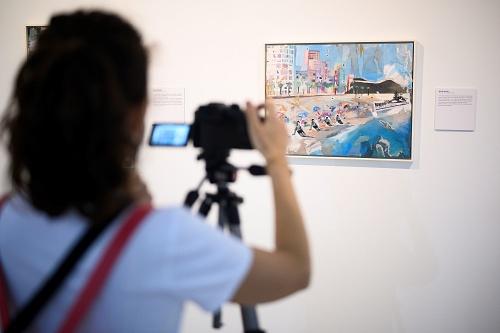 La exposición 'Azules y Rojos' se amplía hasta el 11 de octubre