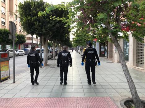 La Policía Local de El Ejido sanciona a 95 personas y 3 establecimientos