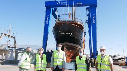 El nuevo pórtico grúa del Puerto de Adra entra en funcionamiento
