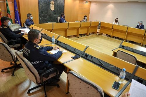 Ayuntamiento y un fondo inmobiliario analizan la problemática de la okupación ilegal de viviendas en El Ejido