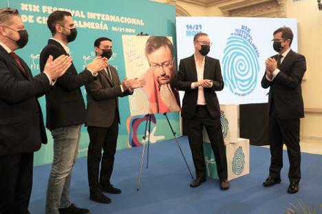 El alcalde de El Ejido felicita al premiado cineasta Martín Cuenca