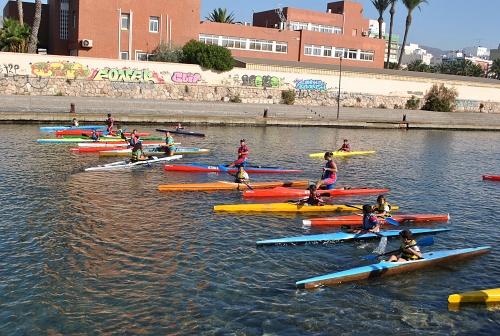 Los Juegos Deportivos Municipales de Piragüismo regresan a la Playa de Las Almadrabillas
